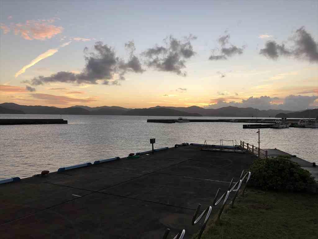 古仁屋港の夕陽